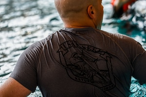Tech. Sgt. Reid Allen, 86th Operations Support Squadron survival, evasion, resistance and escape specialist, evaluates trainees during a water survival training course April 13, 2015, at Ramstein Air Base, Germany.  The course is designed to train service members on survival techniques they may need during a water emergency.  (U.S. Air Force photo/Senior Airman Nicole Sikorski)