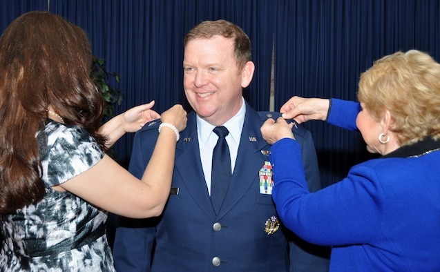 Maj. Gen. Richard Scobee, 10th Air Force commander, receives his second star today at a ceremony held on Naval Air Station Fort Worth Joint Reserve Base, Texas. To his left is his wife, Janis, and on his right is his mother who pinned on his newest stars before an audience of his family, friends and peers. (U.S. Air Force photo by Master Sgt. Julie Briden-Garcia)