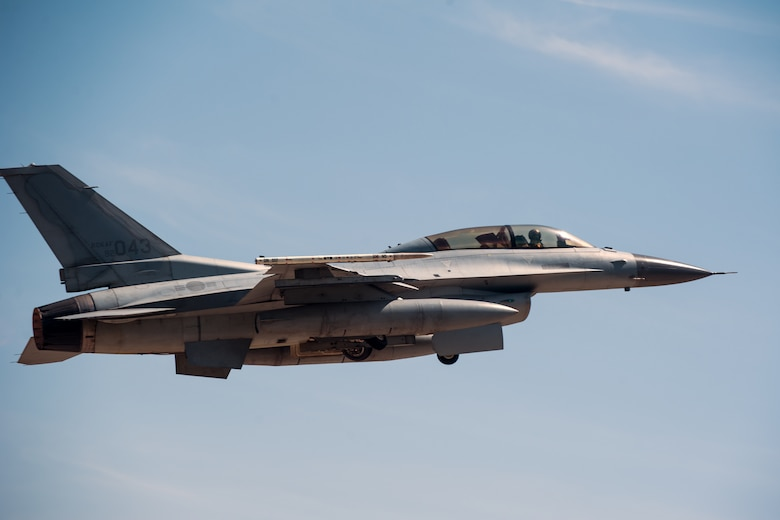A Republic of Korea Air Force KF-16 takes off for a large force exercise sortie during Exercise Max Thunder 15-1 at Gwangju Air Base, Republic of Korea, April 17, 2015. Max Thunder is a regularly scheduled flying exercise held twice per year and is the largest flying exercise held on the Korean Peninsula. (U.S. Air Force photo by Senior Airman Taylor Curry/Released)