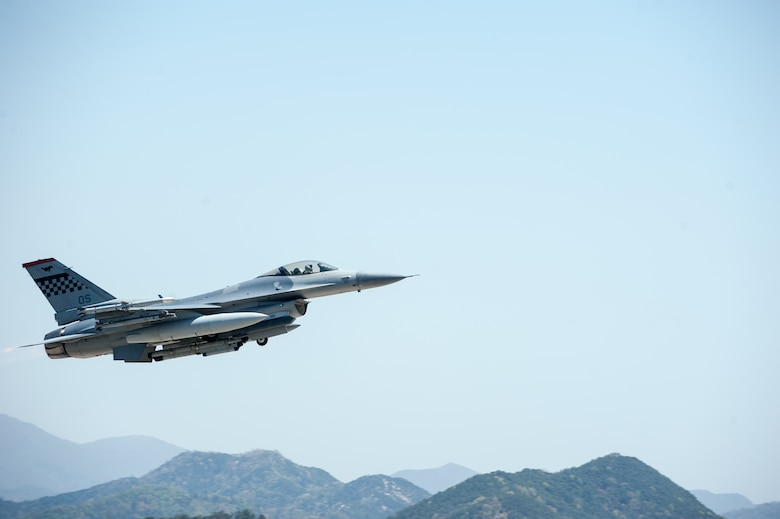 An F-16 Fighting Falcon from Osan Air Base takes off during Exercise Max Thunder 15-1 at Gwangju Air Base, Republic of Korea, April 17, 2015. Max Thunder is a large-scale employment exercise designed to increase U.S. and ROK interoperability and ultimately enhance commitments to maintain peace in the region. (U.S. Air Force photo by Senior Airman Taylor Curry/Released)