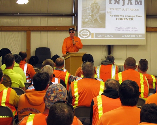 Motivational speaker Tony Crow discusses safety with the staff at the Olmsted Locks and Dam construction site.