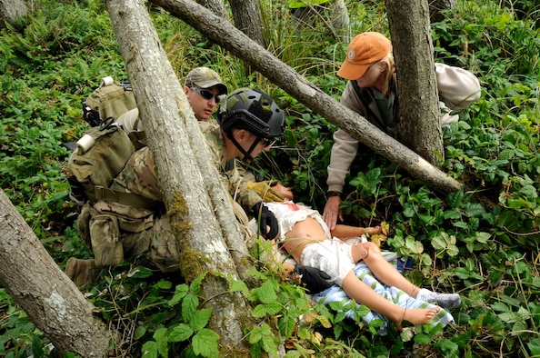 Members of the U.S. Air Force Reserve 304th Rescue Squadron, respond to a simulated injury during the Pathfinder-Minutemen Exercise, Aug. 5, 2015 at Camp Rilea in Warrenton, Ore. The event is a joint multi-agency, multi-state disaster preparedness exercise based on response to a possible Cascadia Subduction Zone event. Officials believe the Northwest is overdue for a magnitude 7.0 or greater earthquake. (U.S. Air National Guard photo by Tech. Sgt. John Hughel, 142nd Fighter Wing Public Affairs/Released)