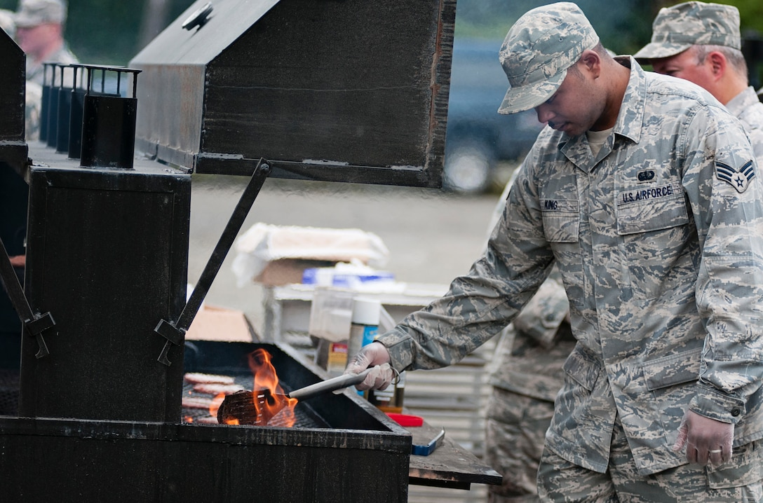 JOINT BASE ELMENDORF-RICHARDSON, Alaska -- Members of the U.S. Air Force Reserves' 477th Sustainment Services Flight and Alaska Air National Guard's 176th Force Support Flight – Services operated a field kitchen for fellow Airmen during exercise Polar Guard 15-1 here Aug. 16, 2015. The Airmen prepared several meals for the participants of the exercise over the course of the four-day training. (U.S. Air National Guard photo by Staff Sgt. Edward Eagerton/released)