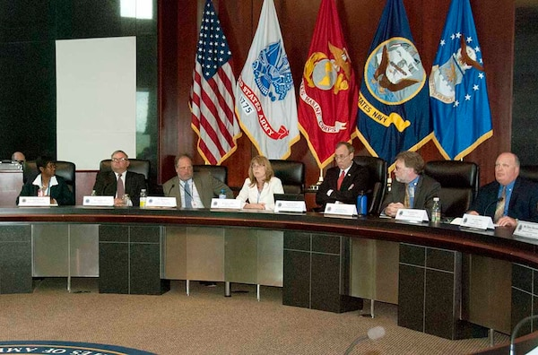Representatives from the Defense Logistics Agency and information technology vendors discuss items of mutual interest during a roundtable meeting May 11 at the McNamara Headquarters Complex.