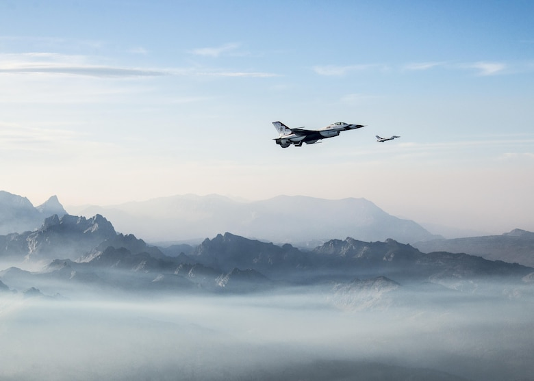 Maj. Jason Curtis, Thunderbird 5, and Capt. Nicholas Eberling, Thunderbird 6, fly back from Minden, Nev., Aug. 25, 2015. (U.S. Air Force photo/Senior Airman Jason Couillard)