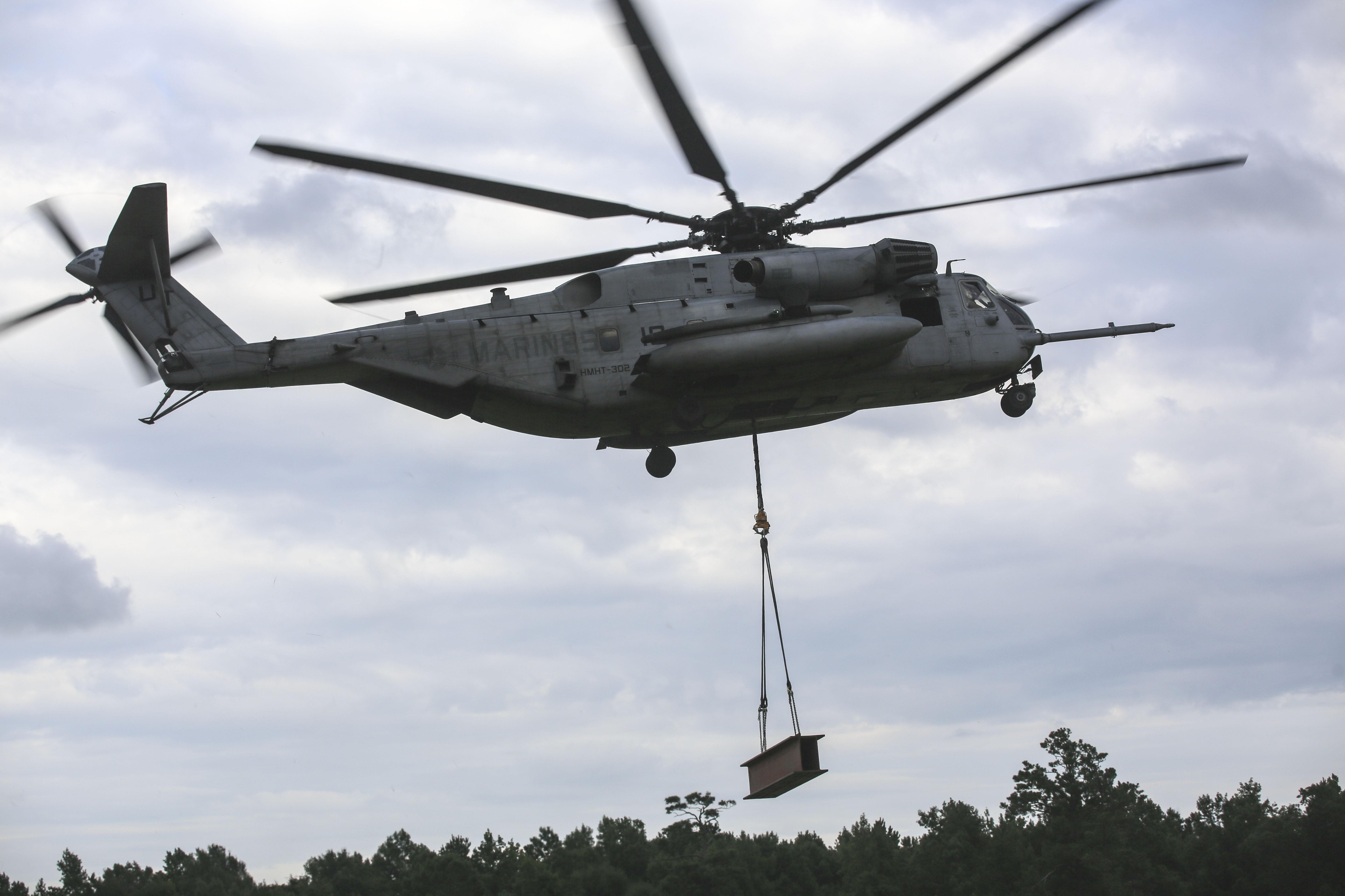 HMHT-302 demonstrates CH-53E capabilities with 2nd