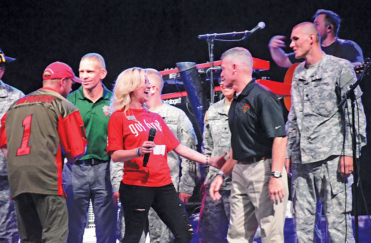Uso brings country star kellie pickler to the 1st infantry division uso brings country star kellie pickler to the 1st infantry division and fort riley m4hsunfo