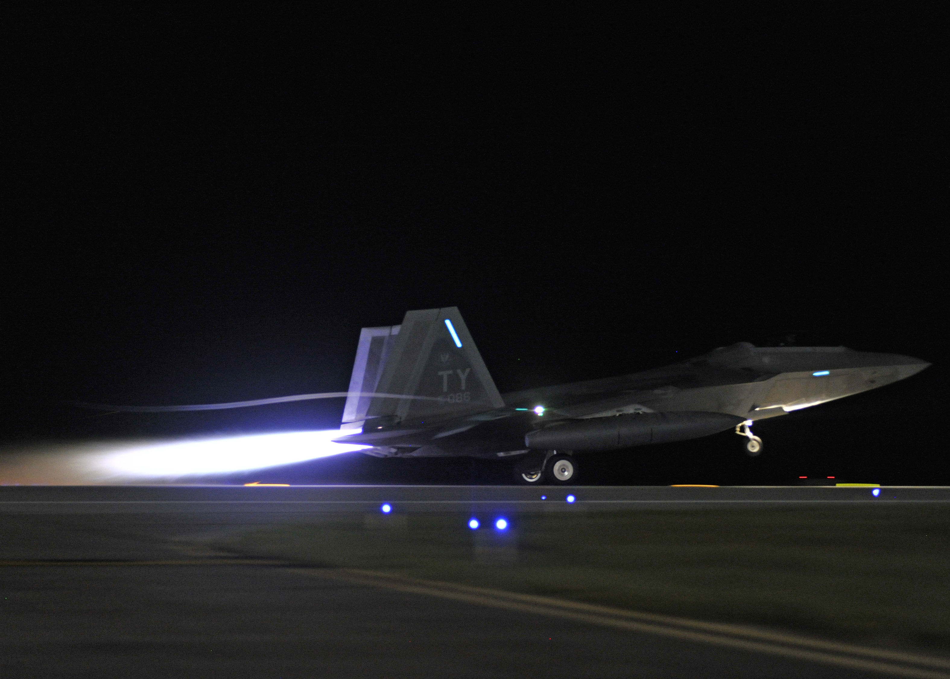 Tyndall f 22 raptors deploy to europe tyndall air force for Tyndall afb alloggio cabine