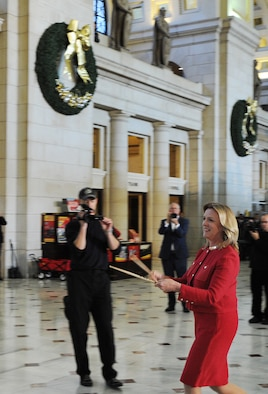 Secretary of the Air Force Deborah Lee James signals the beginning of an impromptu concert at Union Station by handing a pair of drumsticks to a solo drummer from the U.S. Air Force Band's Airmen of Note. The United States Air Force Band surprised commuters at Union Station with a World War II Holiday Flashback Dec. 3, 2015. The event was designed to be a special holiday musical presentation celebrating the service and sacrifices of our nation's World War II veterans.