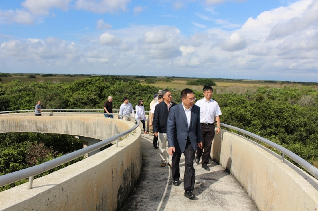 Minister Chen Lei and the Chinese delegation got a bird's eye view of Everglades National Park from the observation tower at Shark Valley in Everglades National Park.