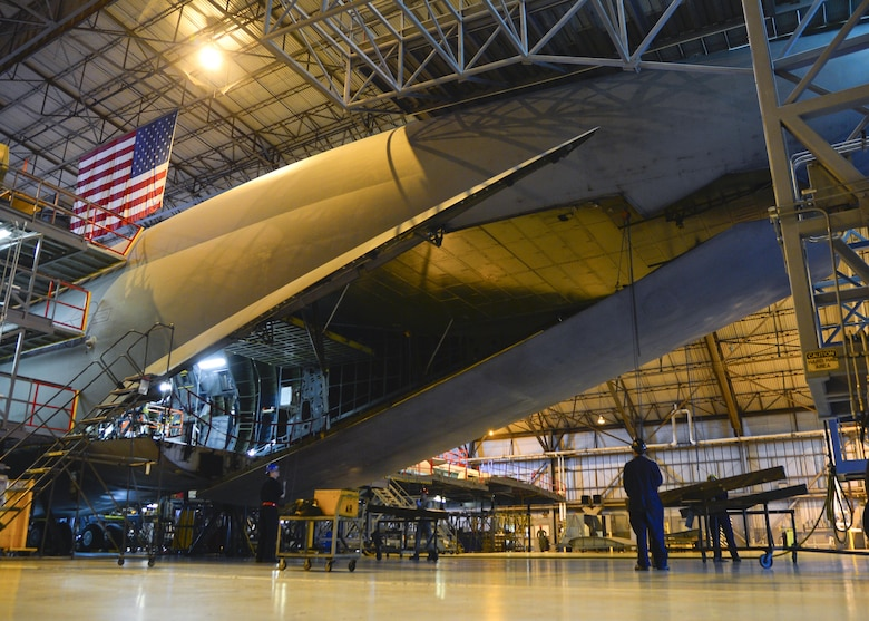 Maintainers from the 436th Maintenance Squadron Isochronal Dock remove an aft load complex center door from a C-5M Super Galaxy during a Maintenance Steering Group-3 Major inspection Dec. 2, 2015, at Dover Air Force Base, Del. Once removed, sheet metal workers inspect the door for any discrepancies or hazards associated with the door and connecting pieces. (U.S. Air Force photo/Senior Airman William Johnson)