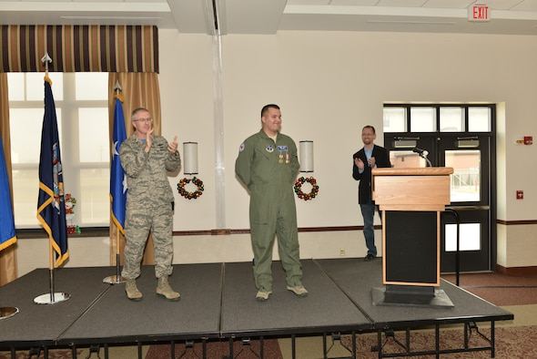 Tech. Sgt. Jason N. Oehlbeck, a member of the 107th Airlift Wing, was awarded the Air Force Commendation Medal and the New York State Medal for Meritorious Service. Col. Robert Kilgore applauds Oehlbeck for saving Jack Ewald's life at a ceremony Dec. 6, 2015. (U.S. Air National Guard Photo/Senior Master Sgt. Ray Lloyd)