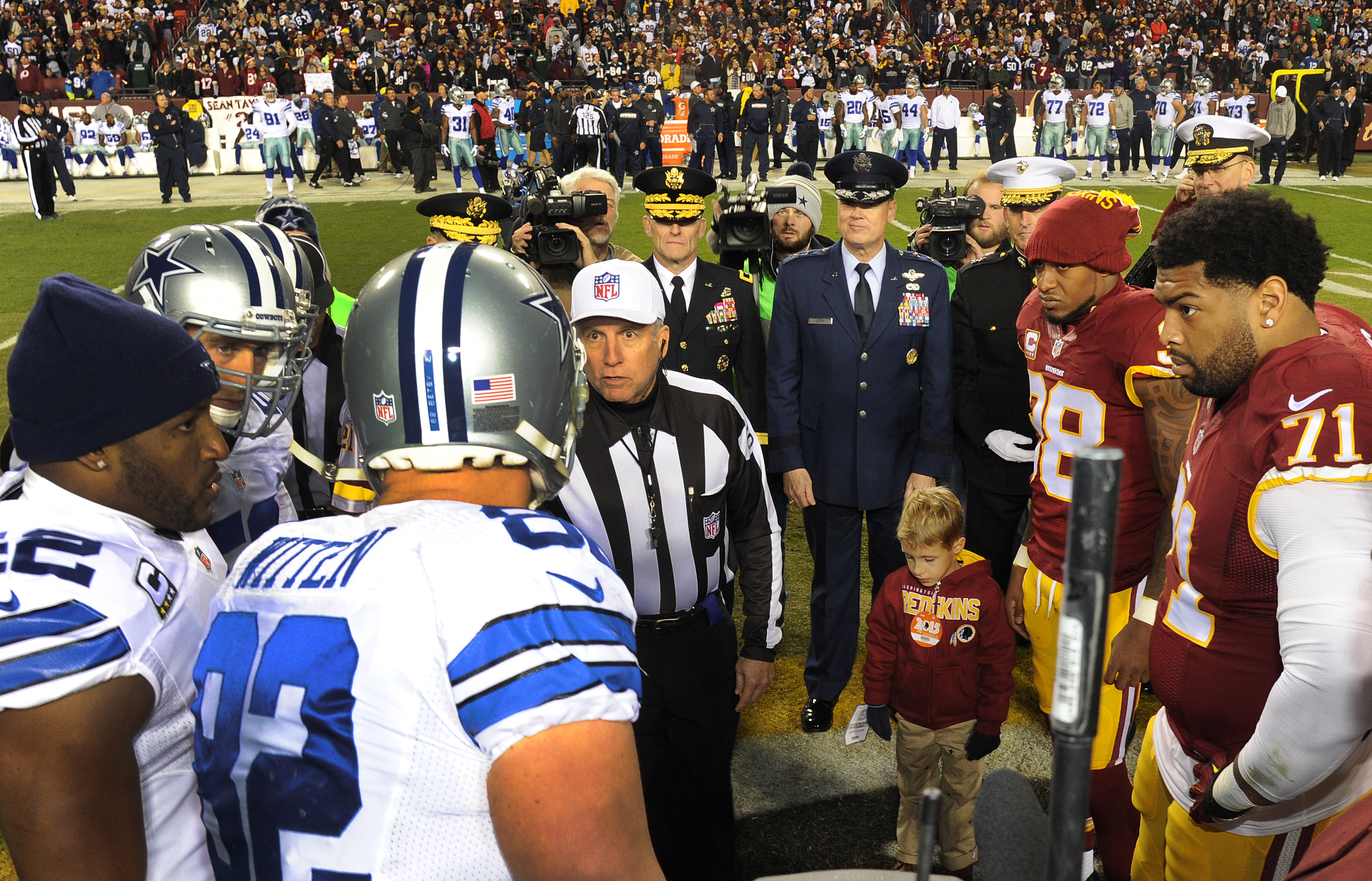 best service 37ef3 65bd6 Redskins honor AFDW and military with Salute to Service game ...