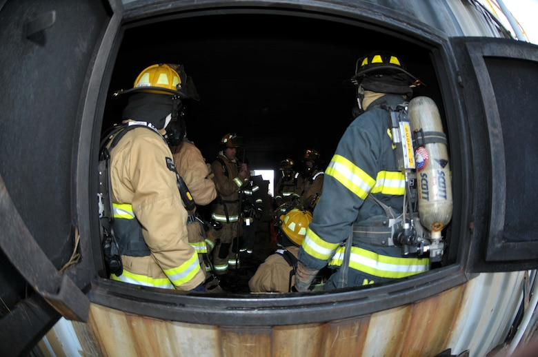 Tech. Sgt. Joshua Meyers, 109th Fire Department training officer, briefs participants on proper procedure during a live fire exercise in Ballston Spa, New York, on Dec. 5, 2015. (U.S. Air National Guard photo by Staff Sgt. Ben German/Released)