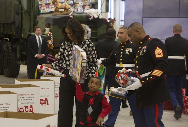 Toys For Tots Volunteer : First lady helps nd cag marines with toys for tots