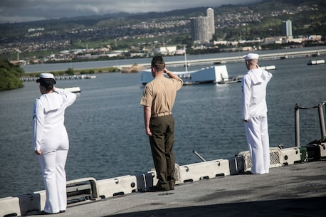 PEARL HARBOR, Hawaii (Dec. 3, 2015) U.S. Marines and Sailors pay respects to the USS Arizona while manning the rails on the flight deck of the USS Essex (LHD-2).  Hawaii is the 15th Marine Expeditionary Unit's last port call before heading home after their WESTPAC 15 deployment. (U.S. Marine Corps photo by Sgt. Elize McKelvey/Released)
