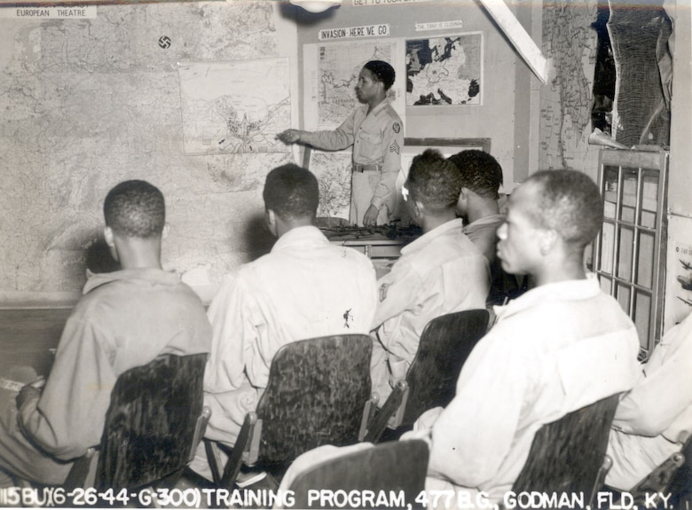 Members of the 477th Bombardment Group (Medium) receive an intelligence briefing at Godman Field, Fort Knox, Kent., on June 26, 1944. The 447th BG was assigned to First Air Force from April 10, 1944 to March 21, 1946.