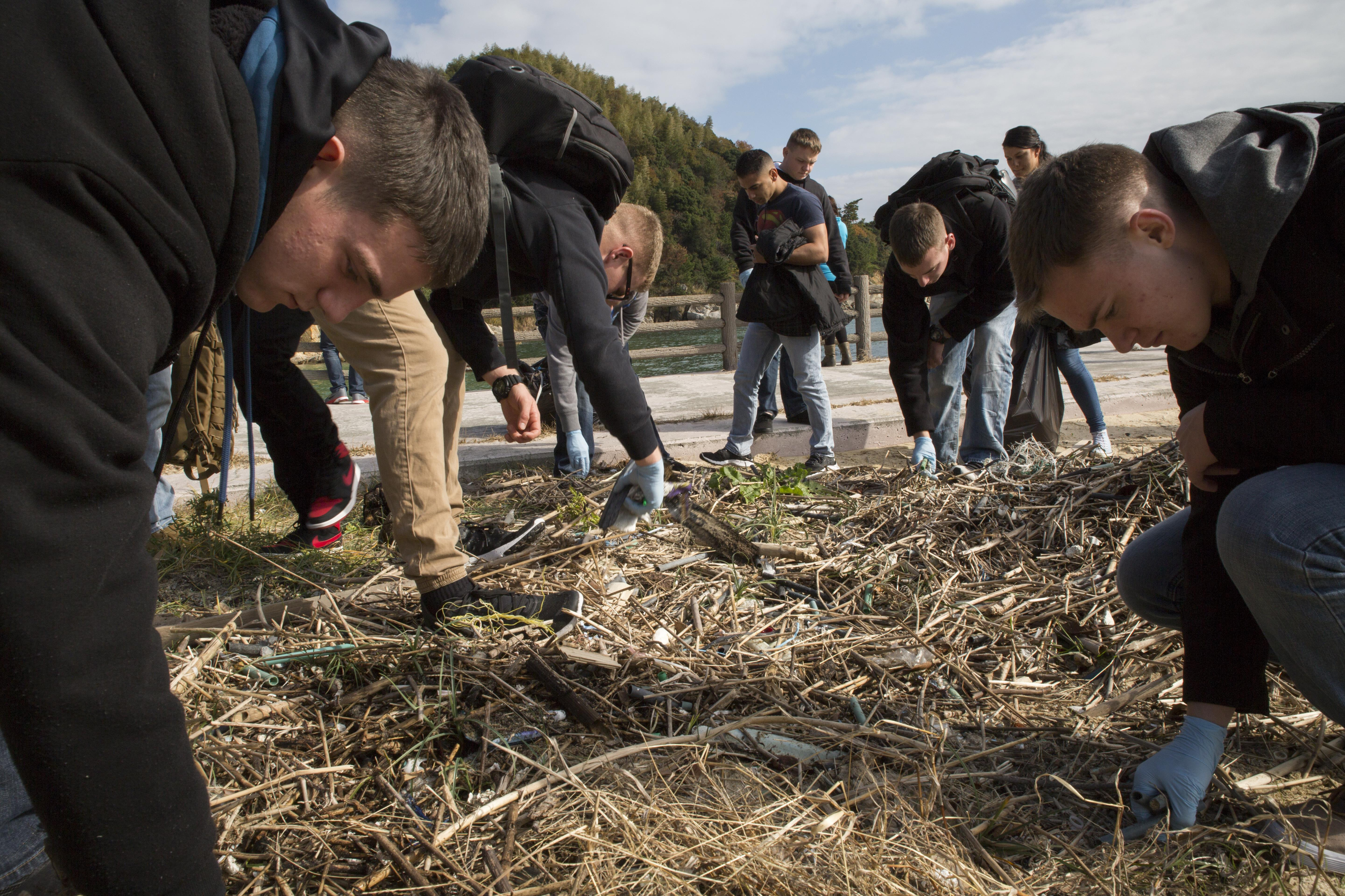 Service members head to beach for cleanup Marine Corps Air Station