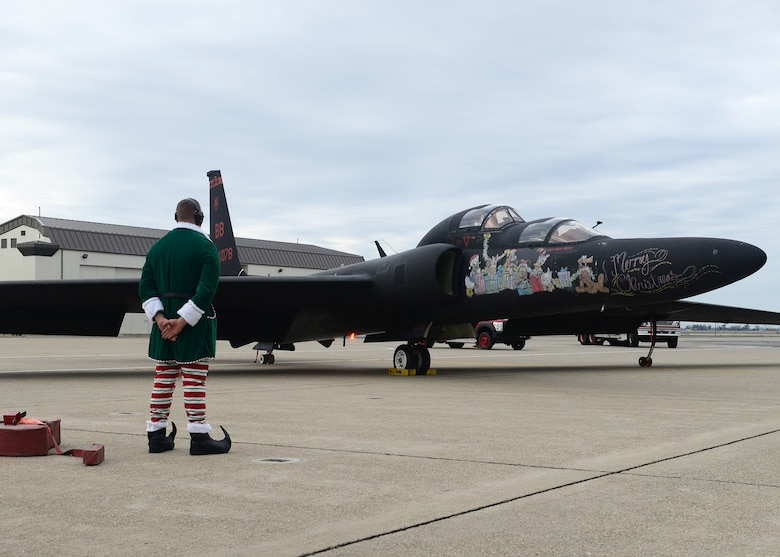 Santa Clause arrives in a U-2 Dragon Lady and his elf waits for him to exit the aircraft during the annual Children's Holiday Party Dec. 12, 2015, at Beale Air Force Base, California. Thousands of presents were donated by multiple suppliers and were handed out to the children of Team Beale. In addition, the event included photos with Santa Clause and his elves, a raffle and various holiday activities. (U.S. Air Force photo by Airman 1st Class Ramon A. Adelan)