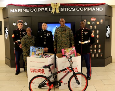 """Major General Craig C. Crenshaw, Commanding General, LOGCOM, along with Sergeant Major Stephanie K. Murphy, SGTMAJ, LOGCOM, stands with Marines of Detachment 2, Supply Co, CLB-453 to thank them for their efforts in the U.S. Marine Corps Reserve """"Toys for Tots"""" program. LOGCOM wrapped up another successful year of collecting new, unwrapped toys for less fortunate children in the local community and surrounding counties."""