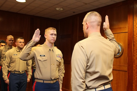 MOUNTAIN VIEW, Calif. - Gunnery Sgt.Adam Grabow, the Station Commander of Recruiting Sub-Station Santa Rosa, reaffirms his commitment to the Marine Corps aboard the Recruiting Station San Francisco Headquarters, Dec. 10, 2015.
