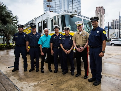 Lt. Gen. John A. Toolan (right), commander, U.S. Marine Corps Forces, Pacific, and Mayor Kirk Caldwell (left), City & County of Honolulu, take a picture with the Honolulu Police Department after the First Responder Recognition Ceremony at the Neal S. Blaisdell Center, in Honolulu, Dec. 18, 2015. Various individuals from the Honolulu Emergency Services Department, Honolulu Fire Department, and Honolulu Police Department were recognized for their heroic, selfless actions while responding to a mishap involving an MV-22 tilt-rotor aircraft.