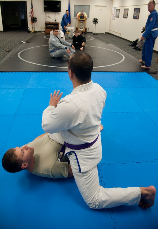Tech. Sgt. Tony Eclavea, a chaplain assistant with the 71st Flying Training Wing, instructs a Jiu Jitsu class at the Community Chapel Activity Center at Vance Air Force Base, Oklahoma. Jiu Jitsu, a form of martial arts, is offered twice a week through the chapel. (U.S. Air Force photo / Staff Sgt. Nancy Falcon)