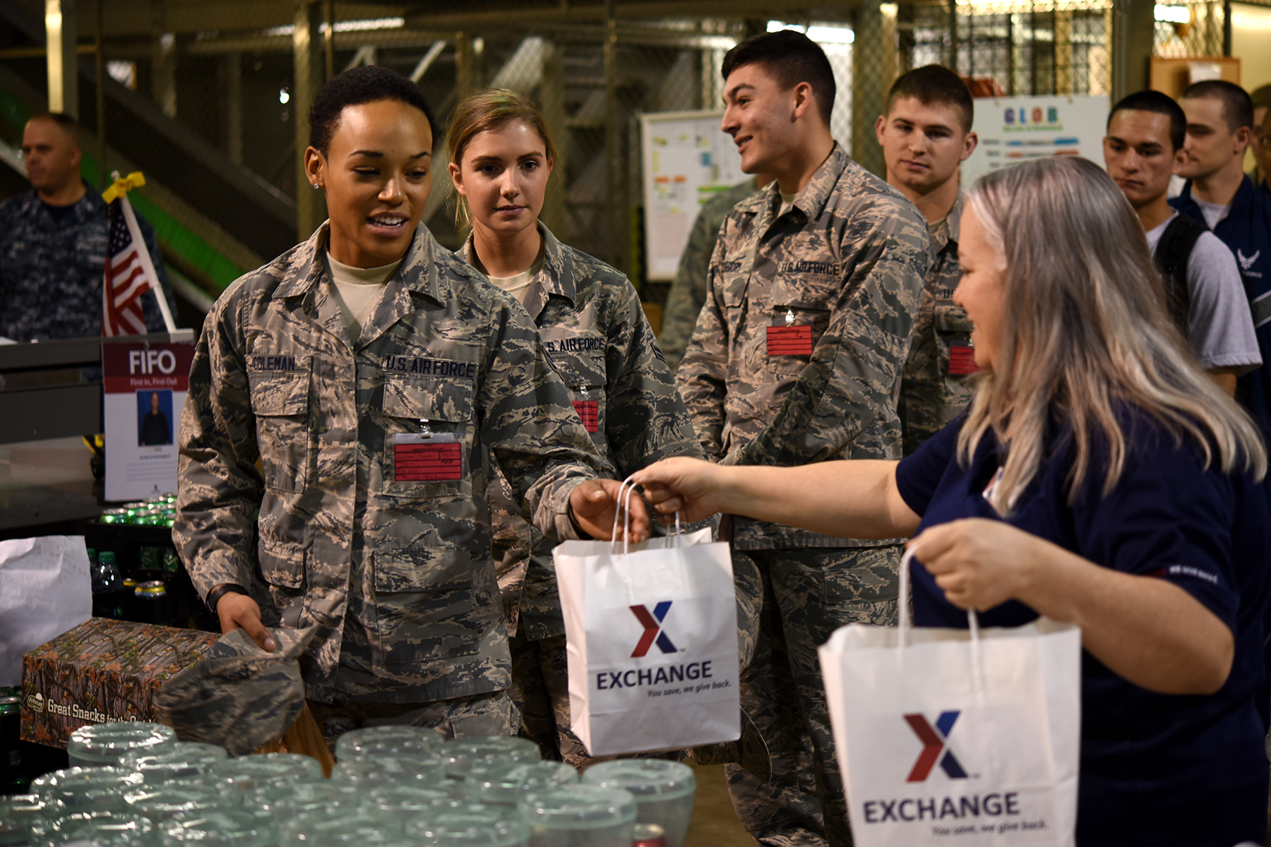 AAFES hands out gifts for the holidays > Goodfellow Air