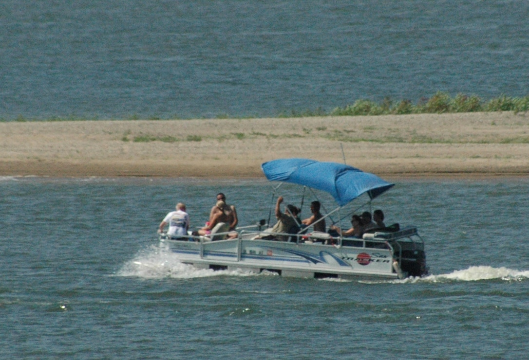 Boating on Lake Red Rock