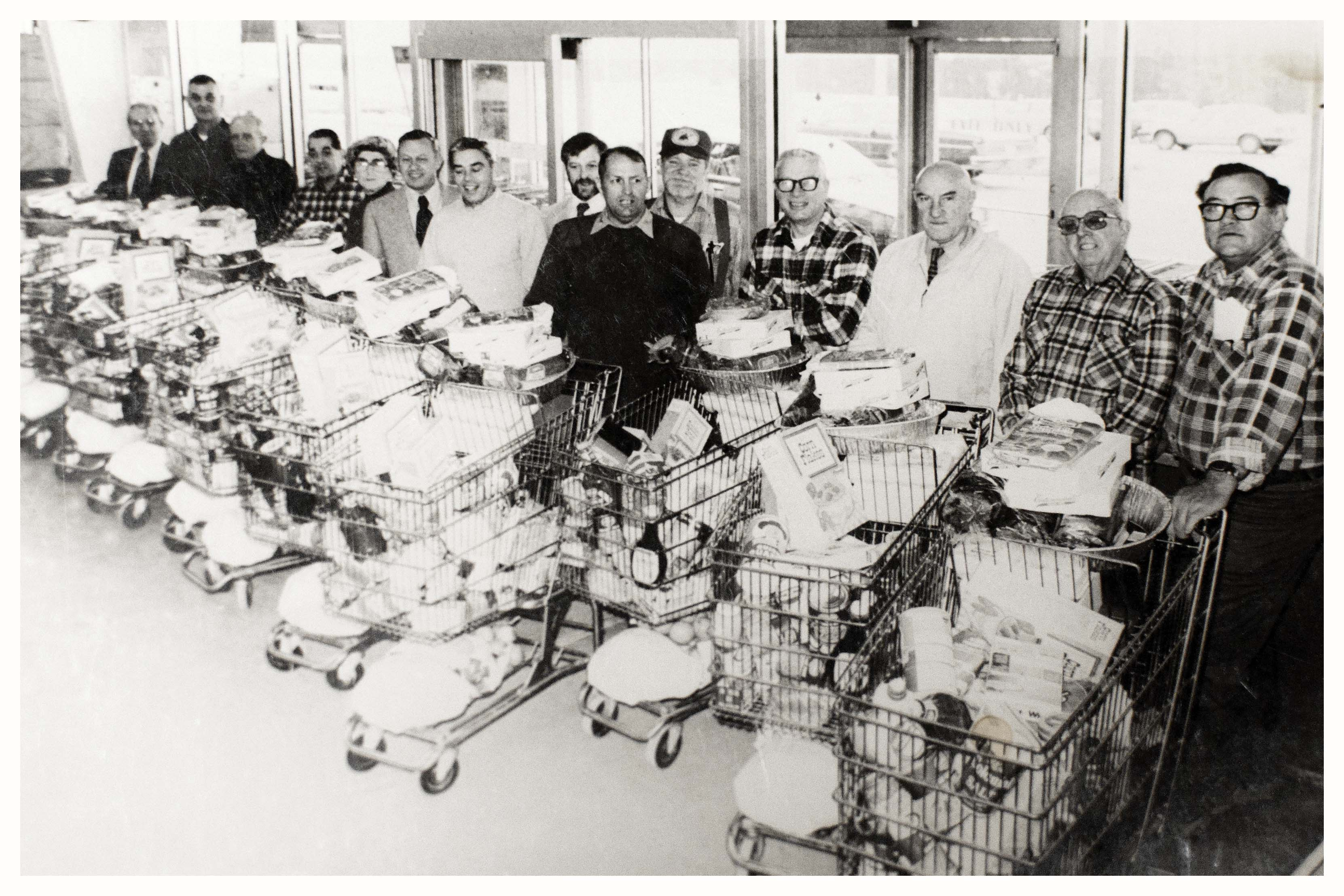 National Sojourners club donates food for Christmas > Marine Corps ...