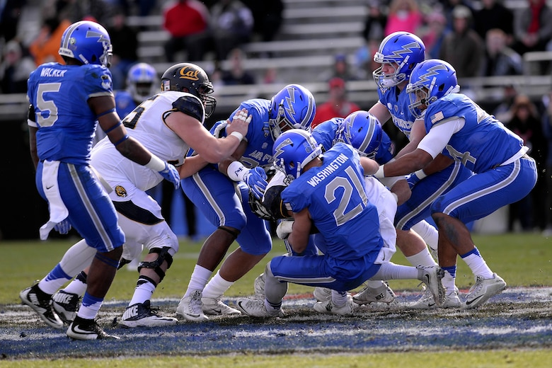 Falcons fall to Cal in bowl game > U S  Air Force > Article
