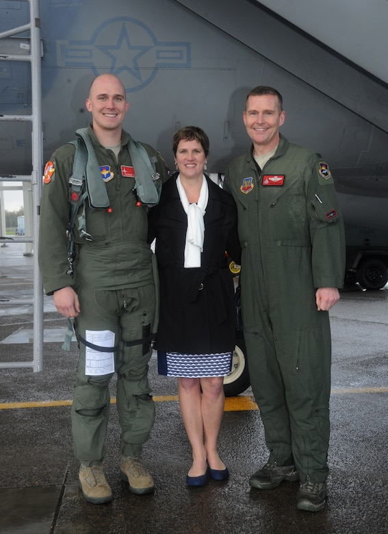"Air National Guard Col. Richard W. Wedan, right, pauses for a photograph with his wife, Liz, and son, 2nd Lt. Steven Wedan, following his ""fini flight"" in an F-15 Eagle as commander of the 142nd Fighter Wing. 2nd Lt. Steven Wedan flew in the backseat of Col. Wedan's wingman jet, piloted by Col. Paul T. Fitzgerald, 142nd Fighter Wing Vice Commander. Col. Fitzgerald assumed command of the wing during a ceremony held at the Portland Air National Guard Base, Ore., Feb. 7. Following in his dad's footsteps, Lt. Wedan is scheduled to graduate from Air Force pilot training next week. (U.S. Air National Guard photo by Tech. Sgt. John Hughel, 142nd Fighter Wing Public Affairs/Released)"