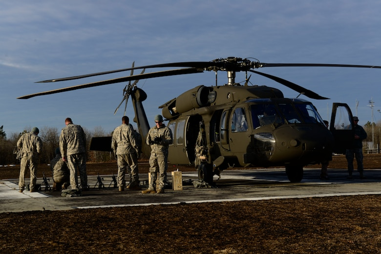 U.S. Army National Guard soldiers assigned to the 1st Battalion, 169th Aviation Regiment, Ft. Bragg, N.C., prepare to train at Poinsett Electronic Combat Range, Sumter, S.C., Feb. 6, 2015. The soldiers used the range Friday and Saturday to train on ground and air gunnery with the M240 machine gun. (U.S. Air Force photo by Airman 1st Class Diana M. Cossaboom/Released)