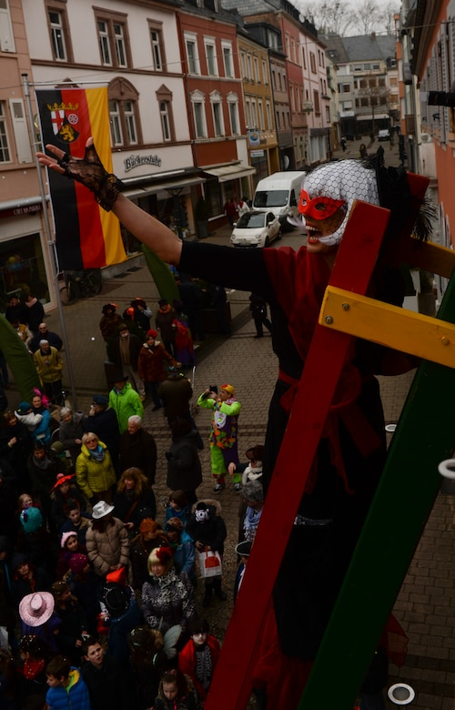 Oberbettingen karneval characters make money betting on sports
