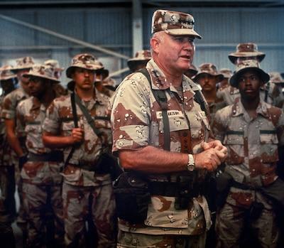 Schwarzkopf_speaks_with_troops_1992.jpg