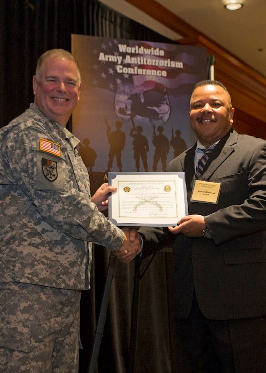 Steve Diamond, Chief of Security and Law Enforcement, South Pacific Division (right), receives AT Honor Roll Award from MG Mark Inch, Provost Marshal General (left) at the 2015 Annual Army Worldwide Antiterrorism Conference.