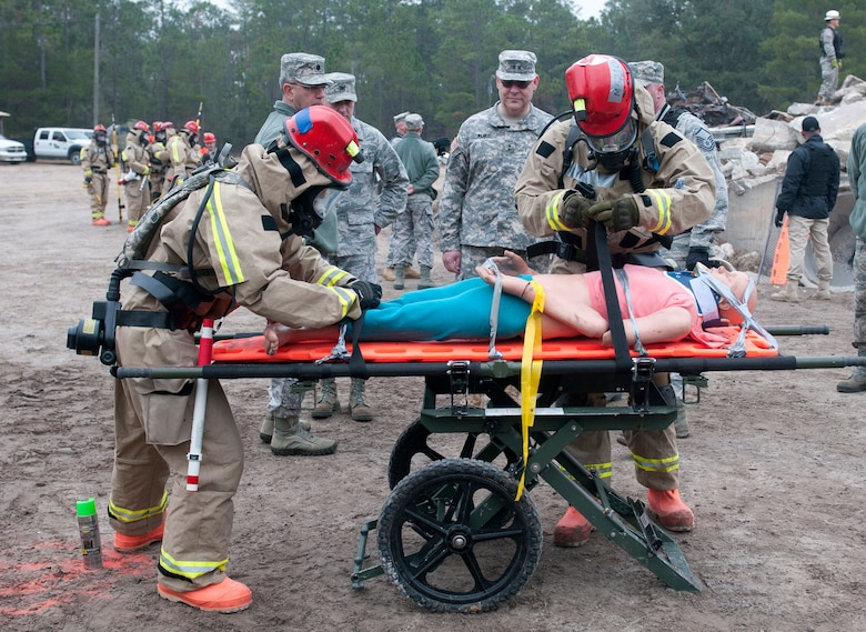 Members of the Kentucky National Guard CERFP extract a casualty from a simulated hot zone during Operation Starke Thunder while Army Maj. Gen. David E. Wilmot, deputy surgeon general for the Army National Guard, looks on Jan. 14, 2015. The CERFP was being evaluated for mission readiness during the four-day exercise, held at Camp Blanding in Starke, Fla. (U.S. Air National Guard photo by Staff Sgt. Vicky Spesard)