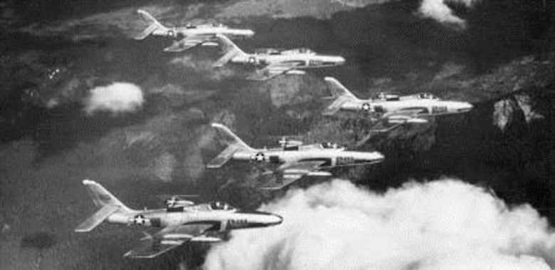 The 91st Strategic Reconnaissance Squadron of the 71st Strategic Reconnaissance (Fighter) Wing at Larson Air Force Base, Wash., operated the FICON RBF-84F Thunderflashes. The RBF-84F designation indicated that the fighters had been modified for bombing and reconnaissance. From front to rear these are 52-7268, 52-7266, 52-7269, 52-7260 and 52-7262. (U.S. Air Force photo)