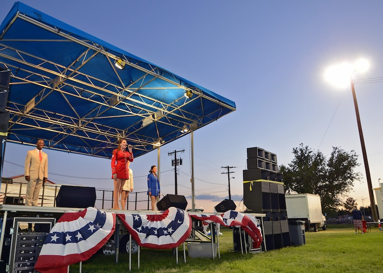 The Bob Hope USO Show Troupe provided live entertainment for the Edwards community July 4. (U.S. Air Force photo by Jet Fabara)