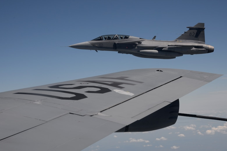A Swedish air force JAS-39 Gripen flies next to a U.S. Air Force KC-135 Stratotanker June 26, 2015, during air refueling familiarization training over Hungary. Hungarian, U.S. and Swedish air force personnel met for a two-week familiarization period enabling the Hungarian JAS-39 Gripen pilots to successfully perform air refueling for the first time. (U.S. Air Force photo by Senior Airman Kate Thornton/Released)