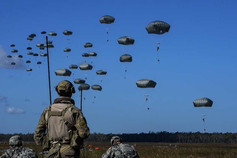 A special tactics combat controller from the 320th Special Tactics Squadron watches as members of the U.S. Army 4th Battalion, 25th Infantry Airborne jump from a C-17 Globemaster III aircraft during exercise Talisman Sabre in Northern Territory, Australia, July 8, 2015. Exercises such as Talisman Sabre 2015 provide realistic, relevant training which is necessary to maintain regional security, peace, and stability. (U.S. Air Force photo by Senior Airman Stephen G. Eigel)