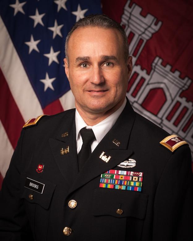Official portrait of COL Michael Brooks, Alaska District Commander.