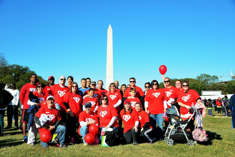 A team from the MIRC's 3100 SIG joined thousands of others participants from the National Capital Region to support Autism awareness and research today on the National Mall. This team of 28 soldiers and family members, AKA Paulie's Posse, raised over $5,000 for the charity. Overall, nearly $500,000 was donated for the D.C. event.