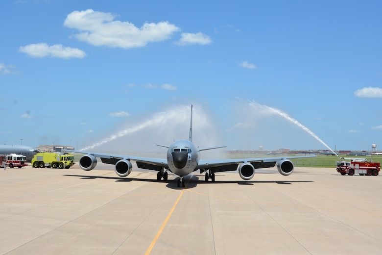 A 137th Air Refueling Wing aircrew taxis in a Reserve KC-135R as they completed the last day flight of the association, June 24, 2015 at Tinker Air Force Base. This final fight marks an end to the formal Air Reserve Component Association between the 507th Air Refueling Wing and the 137th ARW (U.S. Air Force Photo/Maj. Jon Quinlan).