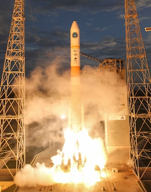 A Delta IV Medium+ (5, 4) rocket carrying the seventh Wideband Global satcom satellite aboard lifts off from Cape Canaveral Air Force Station, Fla., July 23, 2015. (Photo courtesy/United Launch Alliance)