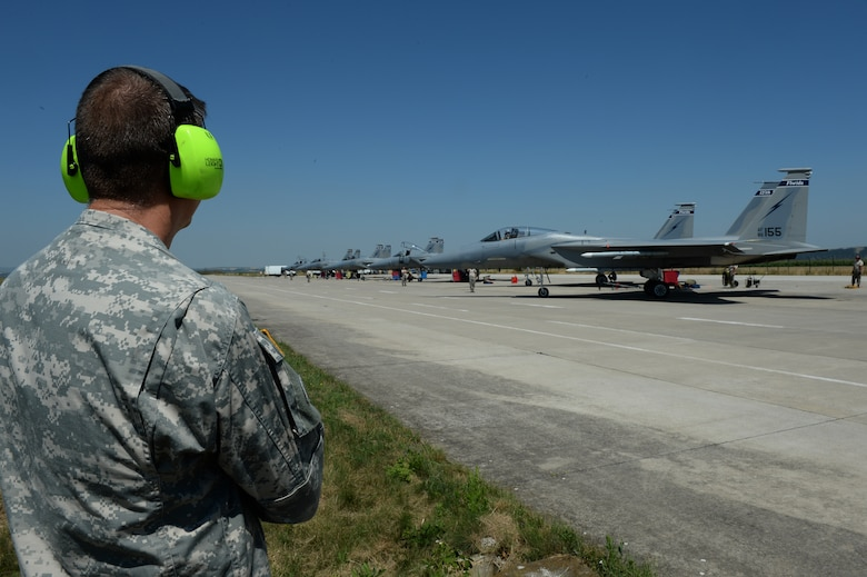 U.S. National Guard Maj. Gen. Daniel Hokanson, Oregon National Guard Adjutant General, watches an F-15C Eagle fighter aircraft taxi during a base tour at Campia Turzii, Romania, July 22, 2015. Hokanson visited the 123rd Expeditionary Fighter Squadron during their theater security package deployment to Campia Turzii. The aircraft deployed to Romania in support of Operation Atlantic Resolve to bolster air power capabilities while underscoring the U.S. commitment to European security and stability. (U.S. Air Force Senior Airman Dylan Nuckolls/Released)