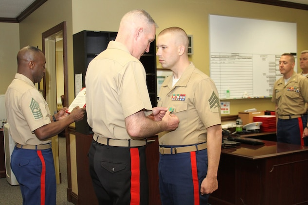 RS Louisville recruiter earns NAM > 4th Marine Corps