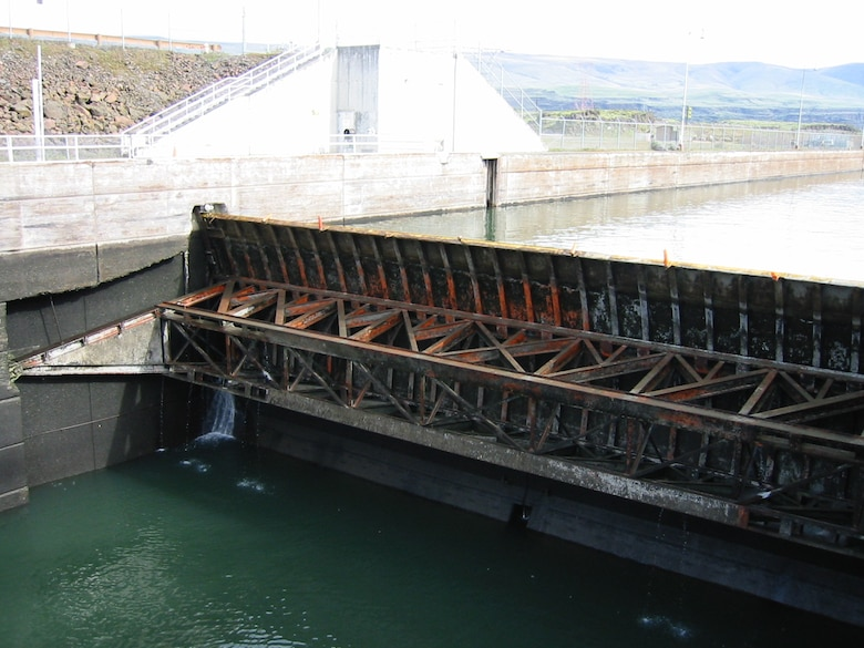 The Dalles Lock and Dam, located 192 miles upriver from the mouth of the Columbia River, will replace the upstream navigation gate during a 14-week lock outage beginning December 2016.