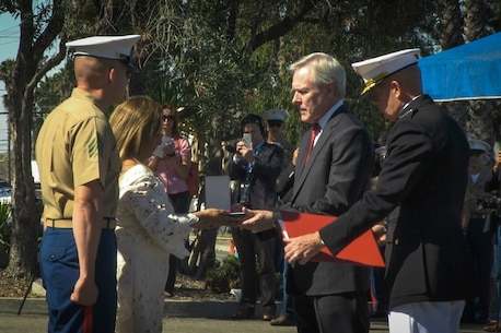 Secretary of the Navy Ray Mabus presents the Navy Cross to Rosa Peralta, the mother of the late Sgt. Rafael Peralta, aboard Camp Pendleton, Calif., June 8, 2015. Sgt. Rafael Peralta was awarded the Navy Cross posthumously after sacrificing his life by absorbing the blast of an enemy grenade and shielding fellow Marines only feet away while serving with Regimental Combat Team 7, 1st Marine Division, in Fallujah, Al Anbar province, Iraq, on Nov. 15, 2004. (U.S. Marine Corps photo by Lance Cpl. James Trevino/Released)