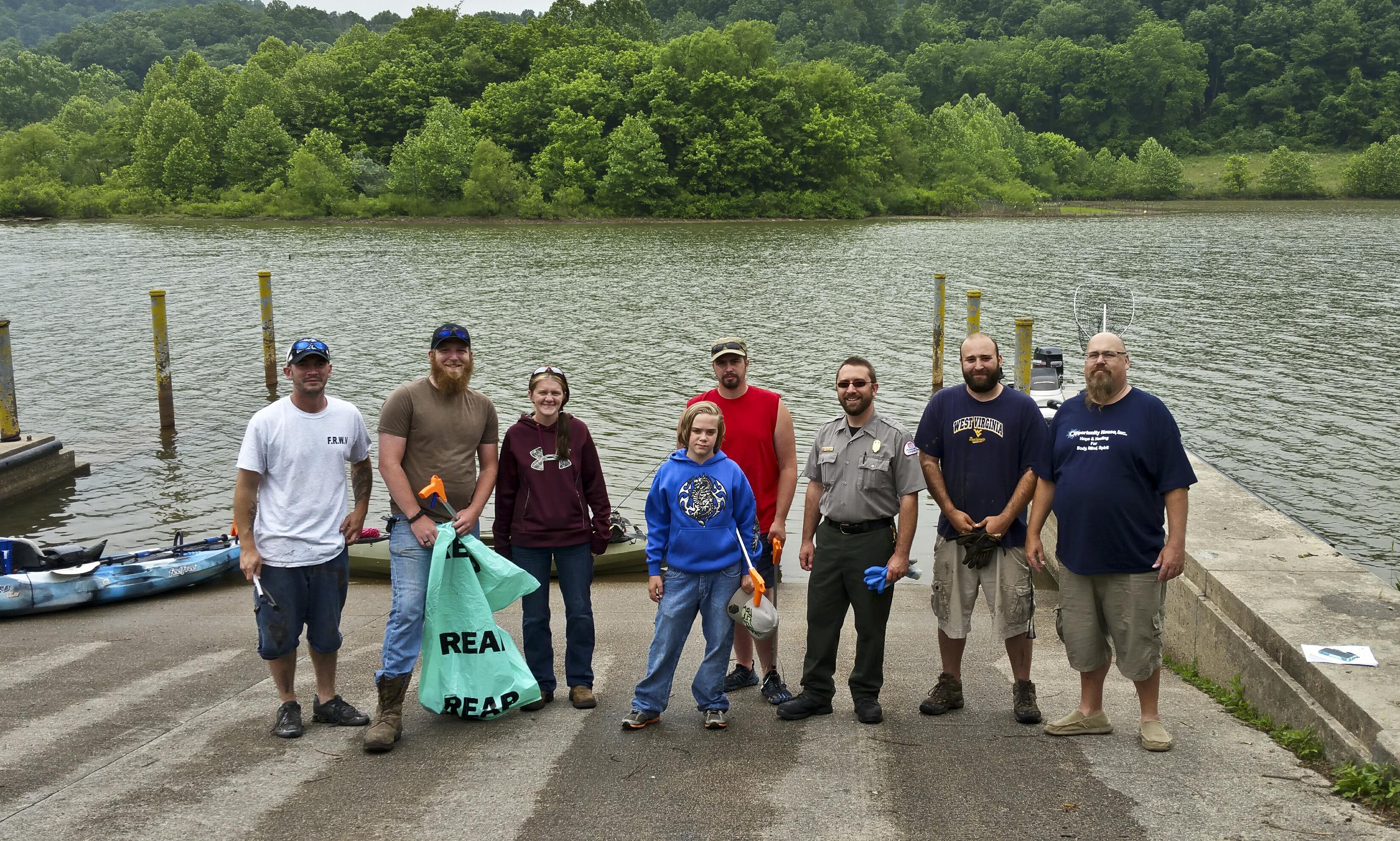 Fishing group helps to clean up stonewall pittsburgh for Jackson lake fishing